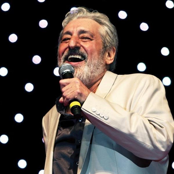 Ebi - Mikham Beram Beh Khooneh (Live)
