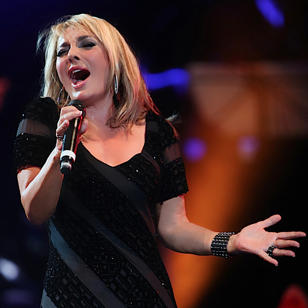Googoosh - Gharibeh Ashena (Live)