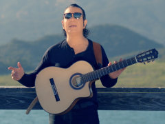 Kouros - 'Be Gamoonam Khoda Irooni Basheh'